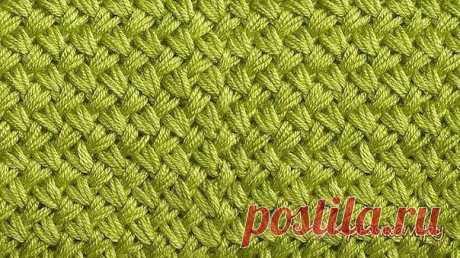 Узор Мелкая плетенка спицами  Мы хотим показать вам простой в исполнении, но при этом очень плотный узор «Мелкая плетенка» спицами. Этот узор смотрится эффектно, похож на плетеные корзины. Вяжется очень быстро, так как раппорт узора всего 2 ряда. Узор односторонний, можно использовать для вязания шапок, шарфов, плотных джемперов, пальто, сумок и др.  Описание процесса вязания спицами узора «Мелкая плетенка»: Набираем любое нечетное число петель. В нашем примере мы набрали ...