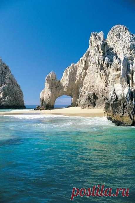 Кабо Сан Лукас, жемчужина полуострова Калифорния. Считается одним из самых красивых мест в Мексике. Природа - главная достопримечательность этого курорта.