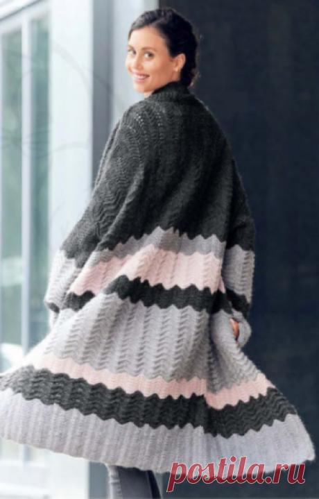 Женское трёхцветное пальто, спицами Женское трёхцветное пальто, вязаное спицами
