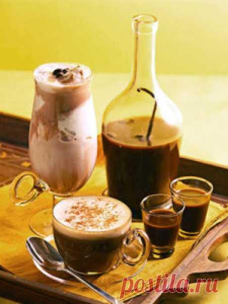 Кофейный ликер. Разлить приготовленный кофейный ликер по бутылкам  и поставить на хранение в холодильник . Кофейный  ликер прекрасно сохраняет свой вкус и аромат до полу года.