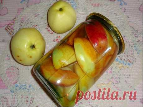 Apple segments in syrup\u000a\u000a Ingredients and preparation of apple segments in syrup:\u000a\u000a To cut apples with segments, to spread out on banks (0,5 and 0,7 l.).\u000a On a jar bottom — 3 — 5 peas of allspice and 3 — 5 gvozdichek.\u000a To fill in with boiled water. To allow to stand minutes 15.\u000a To merge filling in a pan, to add sugar from calculation — 1 glass (230 gr.) on bank and still a glass of boiled water.\u000a To Zakipyatit syrup, to add 1\/2 teaspoons of ground cinnamon and vanillin on a knife tip.\u000a As will begin to boil, to fill in...