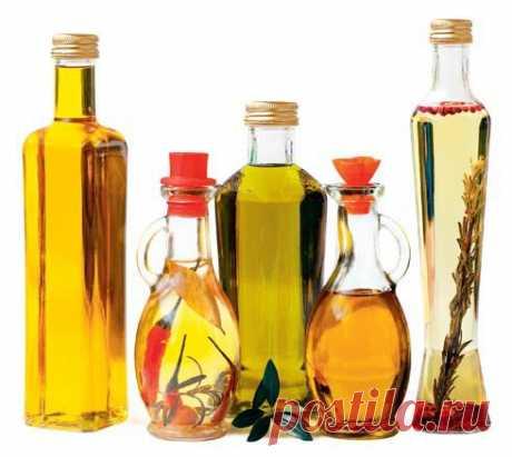 - ¡El aceite agudo con el pimiento - como en Italia!!!