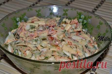 Как приготовить салат с печенью трески  - рецепт, ингредиенты и фотографии
