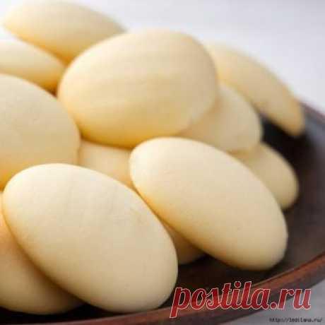Необыкновенно простое печенье из 3-х ингредиентов Видео ПЕЧЕНЬЕ ВСЕГО ИЗ ТРЁХ ИНГРЕДИЕНТОВ Такое печенье получается необычным по вкусу и по виду. Готовится очень легко. ИНГРЕДИЕНТЫ: крахмал картофельный — 350 г (кукурузный — 300 г) сгущённое молоко — 200 г масло сливочное — 100 г В миску выливаем 200 г сгущенного молока, кладем 100 г мягкого...