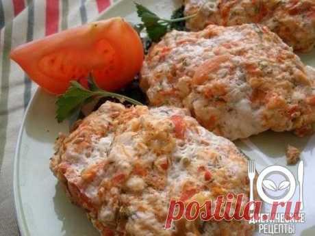 Cutlets from chicken breast and vegetables in sauce \u000aon 100 grams - 194.07 kkalb\/zh\/u - 10.93\/16.09\/1.39\u000a\u000aIngredients: \u000aFor cutlets: \u000a600 gr chicken meat or forcemeat \u000a1 small paprika of red color \u000a1 tomato \u000a1 egg \u000aSmall bunch of fennel \u000aSalt, pepper to taste\u000a\u000aFor sauce:\u000a3 St of a spoon of butter \u000aLemon quarter juice \u000aParsley and fennel \u000aSalt, pepper to taste\u000aFor the recipe thanks to group Dietary recipes\u000a\u000aPreparation:\u000a1. To chop up greens and vegetables in the blender. Meat...