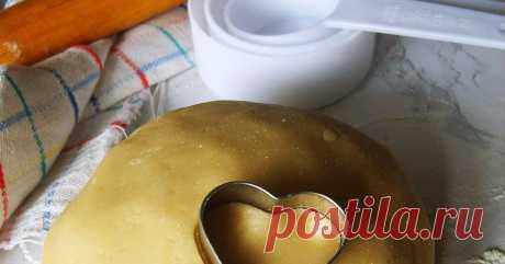 Быстрое песочное тесто без сливочного масла (итальянский рецепт) Быстрое песочное тесто без сливочного масла в составе не нужно выдерживать в холодильнике. Подходит для сладких пирогов и печенья.