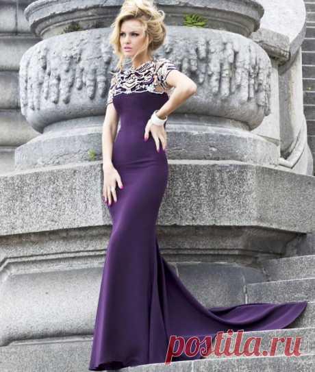 Фиолетовый цвет, с чем сочетается в одежде и кому подходит. Правильное сочетание цветов в одежде — важный аспект составления гардероба современной женщины. Выбор цветовой палитры может рассказать многое о внутреннем мире, характере и вкусах человека, производить то или иное впечатление на окружающих.  Фиолетовый цвет в одежде — очень необычен и загадочен. С помощью него можно создавать интересные комплекты или разбавлять готовые наряды. Этот цвет манит и зачаровывает.
