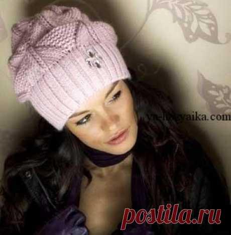 Зимняя шапочка красивым узором. Розовая шапочка спицами