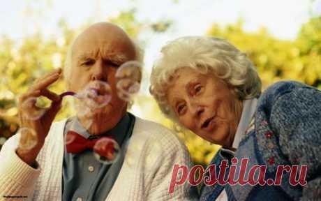 Утопия на тему счастливой старости Как грустно, что люди стареют. И старость не приходит одна. Слабеют силы и память, уходят из жизни друзья, сужается круг интересов, сокращаются ( и одновременно становятся такими необходимыми!) социальные контакты...
