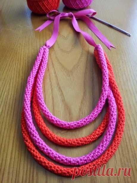 Оригинальное колье из вязанных шнуров