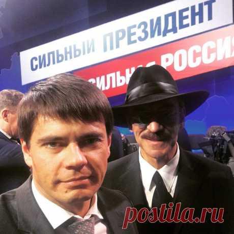 Боярский и его безграничная любовь к Путину Михаил Боярский - прекрасный актёр, певец, богатый и успешный человек, отец Сергея Боярского, который является депутатом, и просто человек, который очень любит своего президента. Интервью за интервью, каждый раз его спрашивают про Путина, и каждый раз он умудряется переплюнуть своё предыдущее высказывание. То Путин - главный человек в мире, сейчас же говорит о том, что очень не хотел бы, что бы Путин ушел в 2024 году.  По словам ...