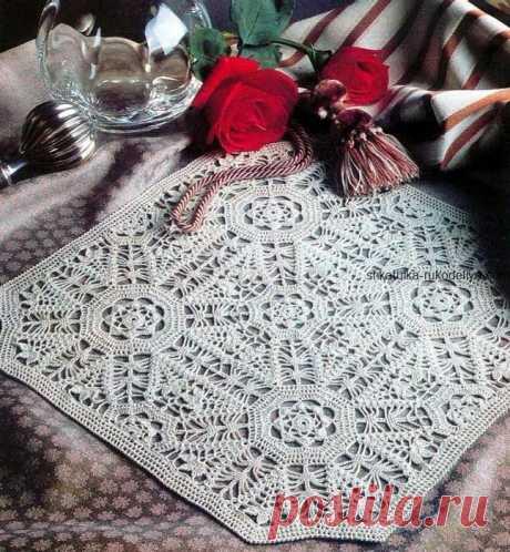 Салфетка  с цветочными мотивами Салфетка с цветочными мотивами крючком. Белая квадратная салфетка на стол