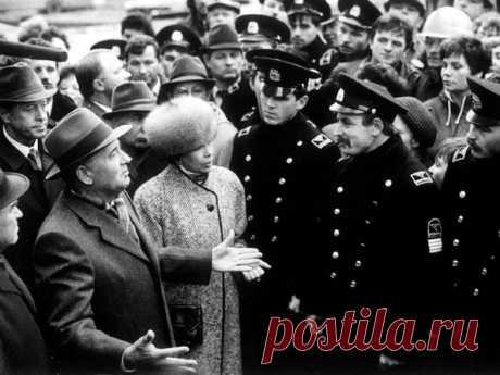 17 мая 1985 года генсек Михаил Горбачев выступил перед активом КПСС в Ленинграде, где впервые развернуто заговорил об «ускорении» / История цивилизаций!