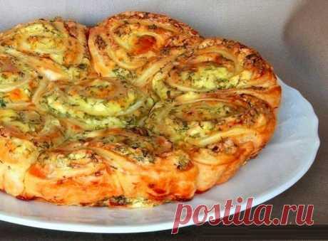 Наивкуснейший закусочный пирог, который легко можно разобрать на порционные булочки-завитушки | Кулинарные Рецепты