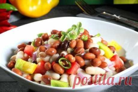 Теплий салат з квасолею і мисливськими ковбасками - рецепт салату | Смачно Як приготувати теплий салат з квасолею і мисливськими ковбасками. Рецепт салату з квасолею
