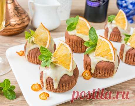 Шоколадно-картофельные кексы получаются нежными,мягкими и очень вкусными. А апельсиновая глазурь отлично дополняет и оттеняет шоколадный вкус.
