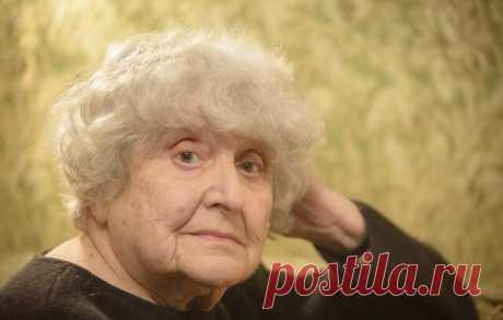 «Таблетки оптимизма» от 86-летней Инны Бронштейн, которые надо прочитать каждой взрослой женщине!  Лучшее средство вместо лекарств!  Инна Яковлевна Бронштейн – удивительная женщина. Ей уже далеко за 80. В прошлом она учитель истории… Живет в Минске. Стихи она начала писать уже в возрасте 80 лет, потеряв мужа и сына. И стихи эти, что самое удивительное, — лёгкие, юмористические и в то же время невероятно глубокие!  Прочитайте их — и вы получите заряд оптимизма:  1. Какое бл...