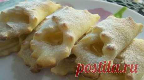 Творожное печенье «Платочки» с яблочной начинкой   Очень вкусное печенье. Когда мои дети были маленькими, я часто баловала их таким печеньем из творога. Делюсь рецептом, забирайте! Ингредиенты ✓ творог — 250 грамм; ✓ кефир (натуральный йогурт) — 100…