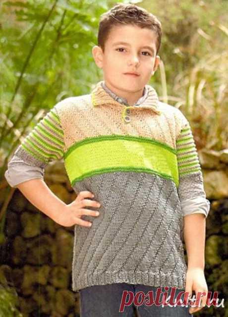 Джемпер для мальчика связан спицами