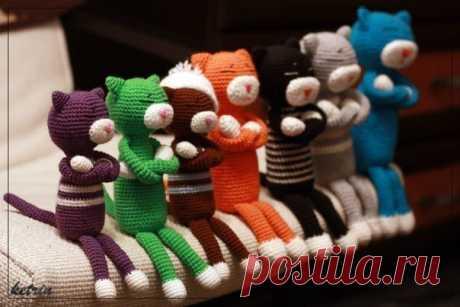 ОПИСАНИЕ + ВИДЕО УРОКИ ДАВАЙТЕ СВЯЖЕМ КОТА АМИНЕКО  Аминеко, одна из самых популярных вязаных игрушек в Японии, уже стал классикой в амигуруми. Это замечательный вариант вязания для начинающих, связав его, можно изучить основные принципы вязания амигуруми, и начать создавать свои игрушки. В Японии выпускают целые книги посвящённые жизни этих котеек, их быту и приключениям. Показать полностью…