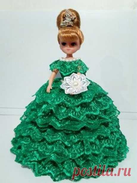 Кукла-шкатулка из кружева   Разнообразные игрушки ручной работы У вас есть принцесса? У меня есть для неё подружка. Эта подружка с секретиком... Внутри спрятана маленькая шкатулка, в ней можно хранить бусики, серёжки, резиночки и тайные записочки... >     А ваша принцесса     любит кукол?