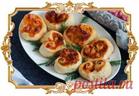 """Слоеные булочки """"Сердечки"""" с сыром (рецепт ко дню Святого Валентина и не только)  Приготовьте слоёные булочки с сыром в виде сердечек и порадуйте свою вторую половинку. Рецепт сырных булочек-сердечек очень лёгкий и быстрый, поэтому вы можете испечь их даже утром. Особенно хороши такие булочки в теплом виде!  Время приготовления: 40 мин (ваши 15 мин). Показать полностью…"""