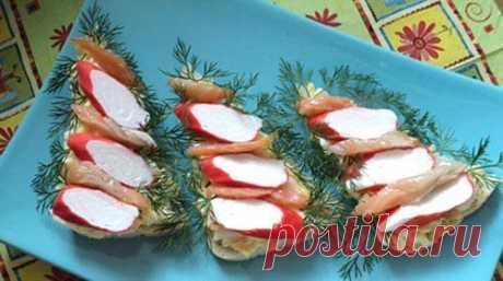 Новогодние бутерброды с крабовыми палочками «Ёлочки» / Простые рецепты