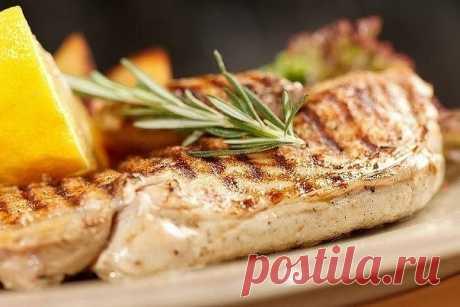 Как приготовить сочный стейк из куриной грудки - рецепт, ингредиенты и фотографии