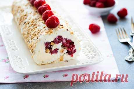 Меренговый рулет с ягодами и орехами — Кулинарная книга - рецепты с фото