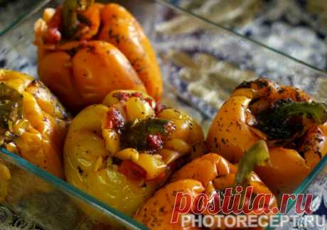 Перец, фаршированный кальмарами и овощами - рецепт с фото пошагово