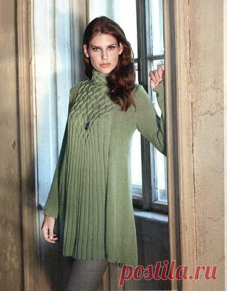 Мини-платье или туника cпицами, раcклешенная к низу