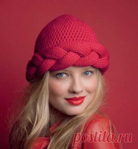 Вязаные шапки (151 фото): для женщин 50 лет, модные модели осень-зима 2020-2021 с ушками, объемные, из вязаной норки и с помпоном