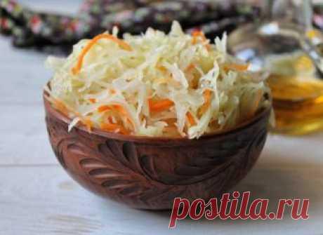 Капуста по-карельски ИНГРЕДИЕНТЫ 3 кг капусты, 1 крупная морковь, 80 г соли, 2 ст.л. тмина ПРИГОТОВЛЕНИЕ Подготовить емкость – дно должно быть покрыто цельными листьями капусты. Остальную капусту нашинковать соломкой, морковь натереть на крупной терке, смешать. Добавить соль и семена тмина, перетереть до появления сока. Теперь переложить в подготовленную емкость, тщательно утрамбовывать, прикрыть капустными листьями, поставить под […]