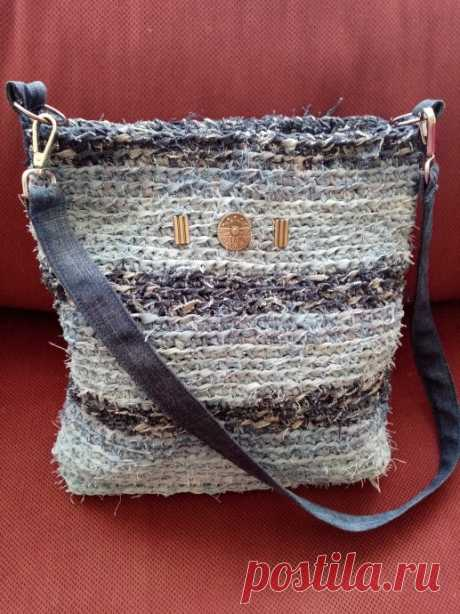 Вязанная сумка из джинсы.