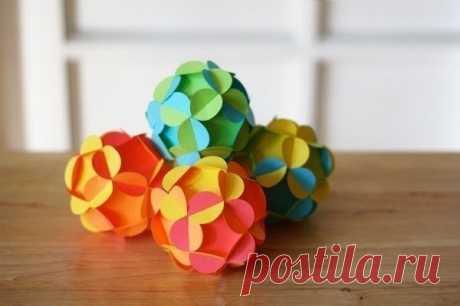 Las bolas de Año Nuevo del papel