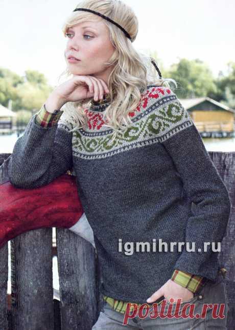 Серый теплый пуловер с жаккардовым верхом. Вязание спицами со схемами и описанием