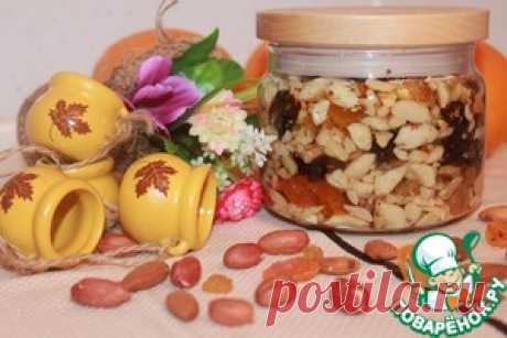 """Восточная сладость """"Орехи в меду"""" Может быть для некоторых это и не рецепт, но считаю что он ничем не отличается от рецептов связанных с консервацией. Орехи с медом, польза и удовольствие в одной баночке. Это лакомство представляет собой смесь различных орехов и сухофруктов, под ароматным свежим медом. Сочетание орехов и меда – уникально. Мед – это углеводы, дающие энергию. А орехи – аминокислоты, белки и жирные кислоты. Два компонента оригинального лакомства отлично допол..."""