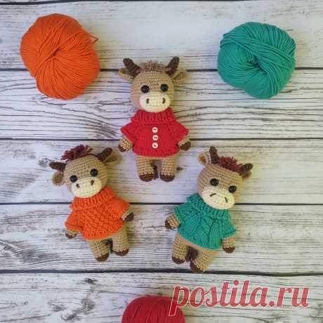 Вязаный бычок амигуруми в свитере | Hi Amigurumi