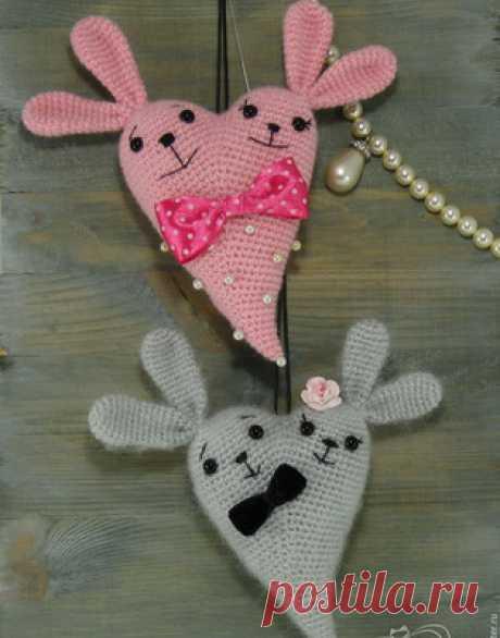 Сердечный Зай амигуруми. Схемы и описания для вязания игрушек крючком! Замечательный мастер-класс для вязания подарка на 14 февраля - День Святого Валентина. В этот замечательный день предлагаем преподнести вашим любимым…