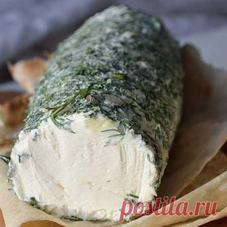 Смешав кефир со сметаной, через два дня Вы получите божественную закуску! Сливочный домашний сыр  Что может быть вкуснее приготовленной с любовью домашней еды! Сыр можно подать в качестве закуски, добавить в салат или намазать утром на тост.  Ингредиенты  Сметана 500 мл Кефир 500 мл Укроп 1 пуч. Соль 1 ч. л  Приготовление  Сложите марлю в 6 раз. Застелите марлей дуршлаг. Смешайте кефир, сметану, добавьте соль и вылейте массу в подготовленную посуду. Накройте и поставьте по...