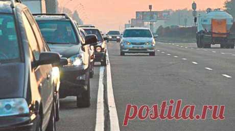 Различия одной сплошной от двойной. Должны знать все водители | АВТОBOOK | Пульс Mail.ru Одна сплошная линия наносится на дороги с двумя полосами для движения, то есть одной на каждое направление. Двойная же сплошная применяется на...