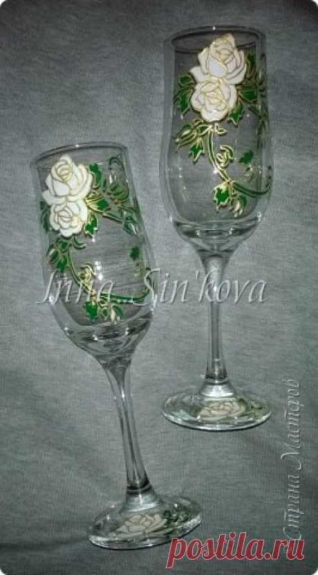 Как расписать стеклянные бокалы красивыми розами не художнику
