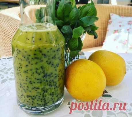 Салатная заправка из базилика, мёда , оливкового масла и маковых зёрен.