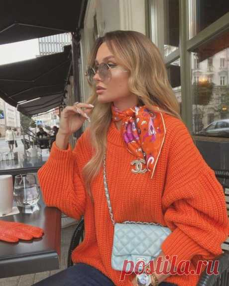 Яркие джемпер, свитер и кофты: 16 безупречных комбинаций