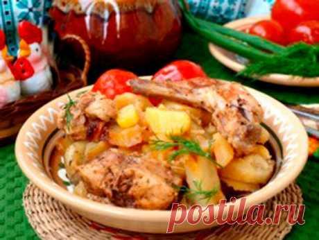 Кролик в горшочках с картошкой  Кролик в горшочках с картошкой - потрясающе вкусное и сытное второе блюдо, которое подойдёт как для семейного обеда, так и на праздничный стол. Мясо получается очень нежным и просто тает во рту. В дополнение с горшочками можно подать свежие овощи или соленья.  Ингредиенты: Показать полностью…
