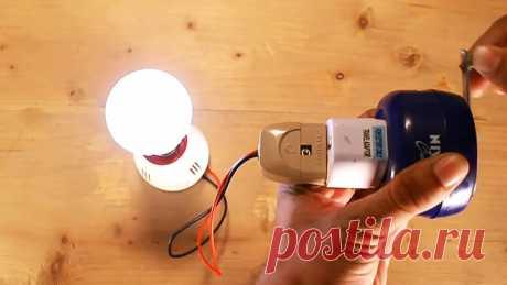 Ручной генератор на 220 В из микроволновки С помощью этого маленького карманного генератора можно сразу зарядить не один, а несколько сотовых телефонов, зажечь светодиодную лампу, возможны и другие его применения, которые не пришли мне в голову. Он вырабатывает чистое синусоидальное напряжение порядка 120-230 В (зависит от скорости