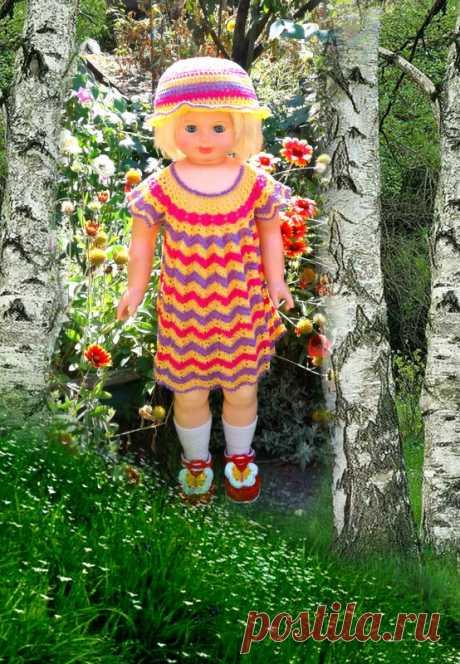 Платье  с панамкой крючком для куклы  Риточки! Доброго всем дня!!!Нашла в своих хомячьих запасах три клубочка хлопка разных цветов.Внучка сказала.что у её куклы день рождения-нужно бы что то подарить.Ну вот и решилась я на этот подарок Завтра и подарим!!!