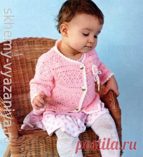 Розовая ажурная кофточка с цветком для девочки. Схема вязания крючком и описание.