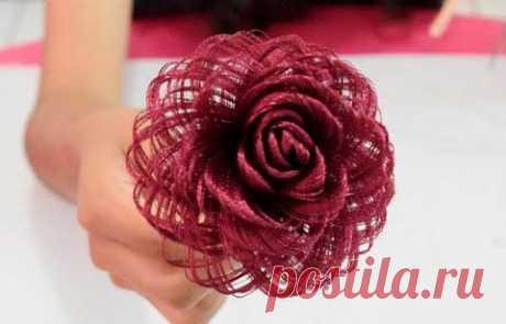 Роза из обычной атласной ленты