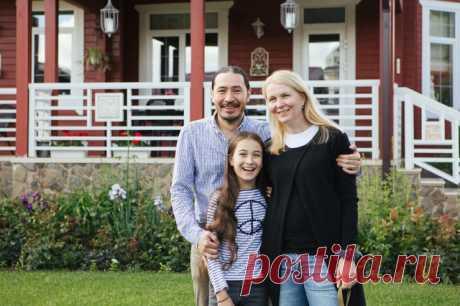 В гостях: Загородный дом актрисы и дизайнера Анастасии Немоляевой Супруги Вениамин и Анастасия, три их дочери, две собаки и пять улиток — в доме, наполненном красотой и вдохновением